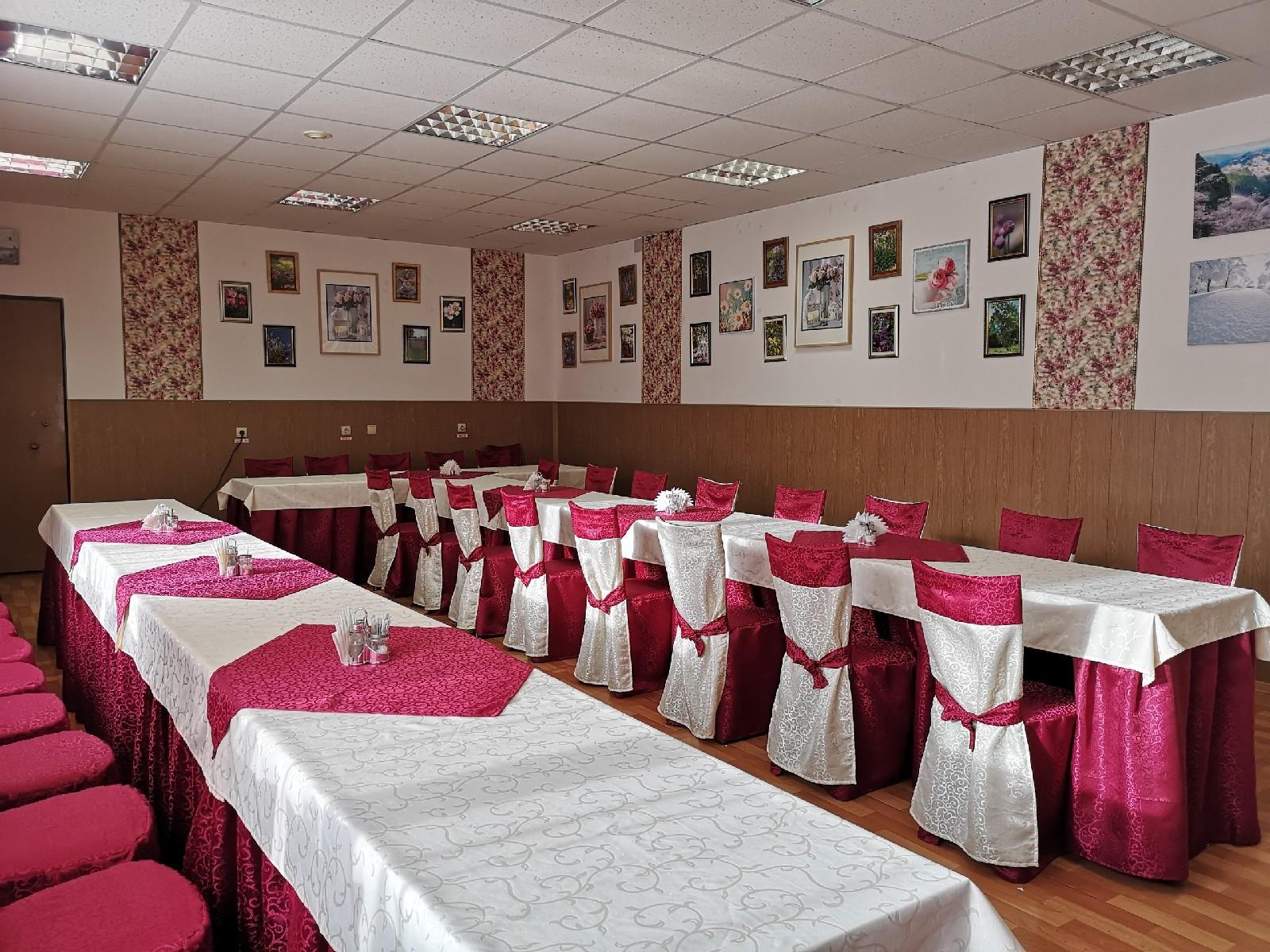 Большой зал кафе Поминальная трапеза у метро проспект Ветеранов